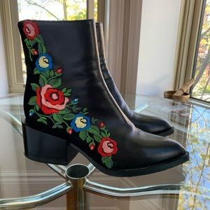 Mimosa - Embroidered leather boots